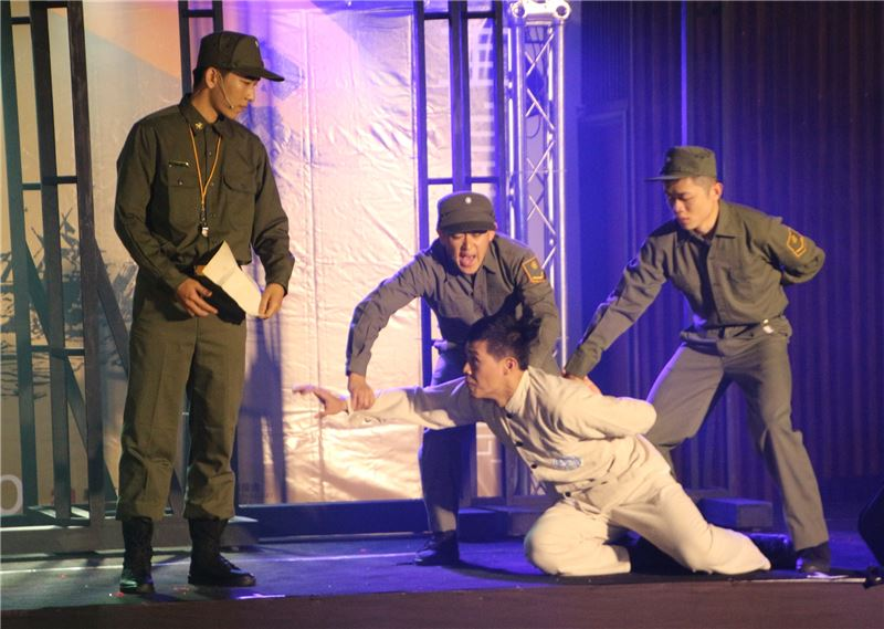 p>音乐戏剧「绿岛百合」重现白色恐怖时期火烧岛禁锢政治受难者身体