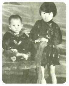 凤飞飞思�y�9�c_小时候的凤飞飞喜欢搬来一把藤椅,倚著窗凝眸长思.
