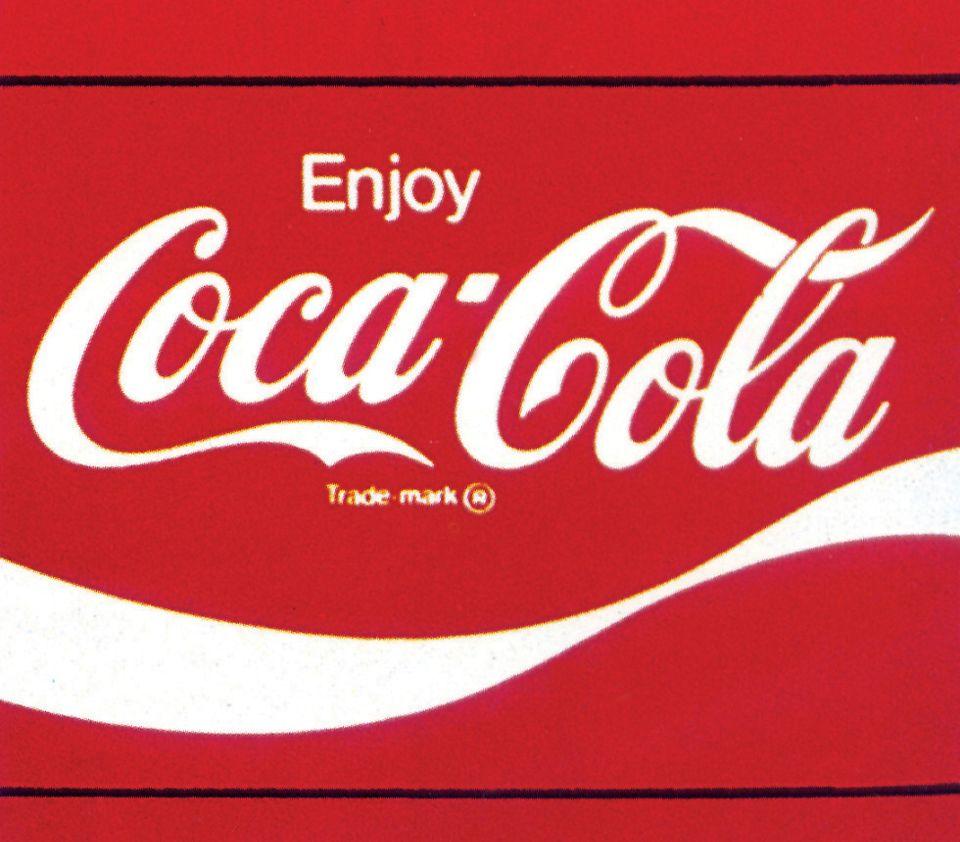 "<p style=""text-align: left;""><span style=""font-size:24px"">可口可樂商標&nbsp;</span></p>  <p style=""text-align: left;""><span style=""font-size:20px;"">以四個基本要素組成,分別是:(1)書寫體Coca-Cola標準字;(2)獨特的瓶子輪廓弧線;(3)品牌名Coke;(4)紅色標準色。</span></p>"