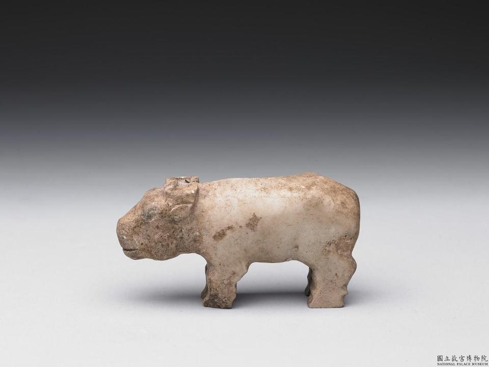 "<p><span style=""font-size:24px;"">商至西周早期石雕牛</span></p>  <p>商至西周&nbsp;<br /> 約西元前14-前771年</p>"