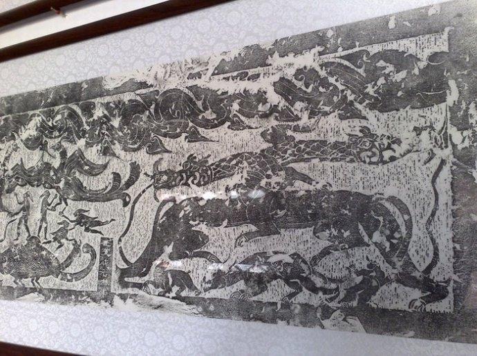 <p>畫像是歷代金石學家、學者和美術家重視的藝術珍品,這些技藝高巧的漢代風俗畫,以流暢灑脫的陰文線條。</p>
