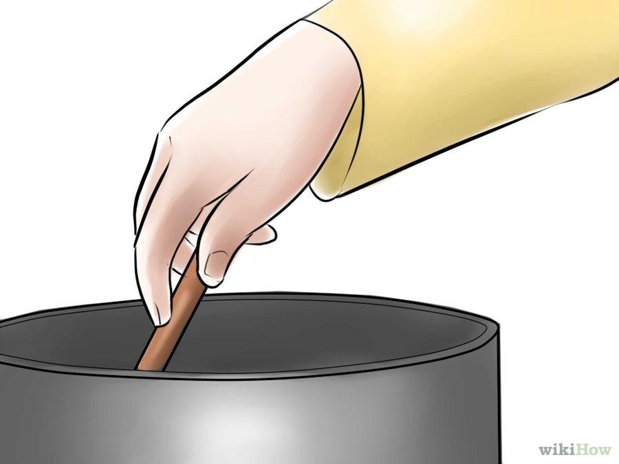 "<p><span style=""font-size:24px;"">3.&nbsp;熔化蠟染用蠟。蠟染用的蠟為磚塊狀,需要放在電子熔蠟鍋或雙層蒸鍋里熔化。</span></p>"