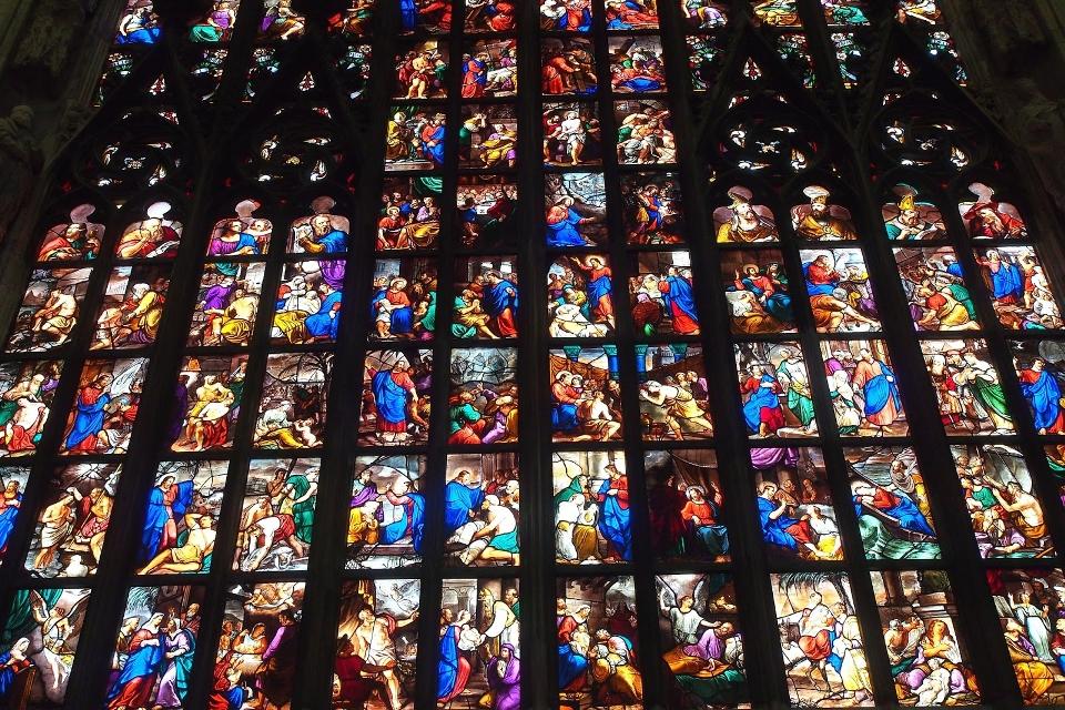 "<p><span style=""font-size:28px;"">聖彼得大教堂&nbsp;彩繪玻璃窗</span></p>"
