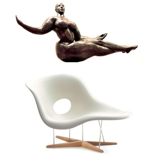 <p>法國雕塑家GastonLachaise的雕塑作品《FloatingFigure》給予Eames夫婦創作靈感,因而設計出專屬藝術女神的美妙經典。</p>