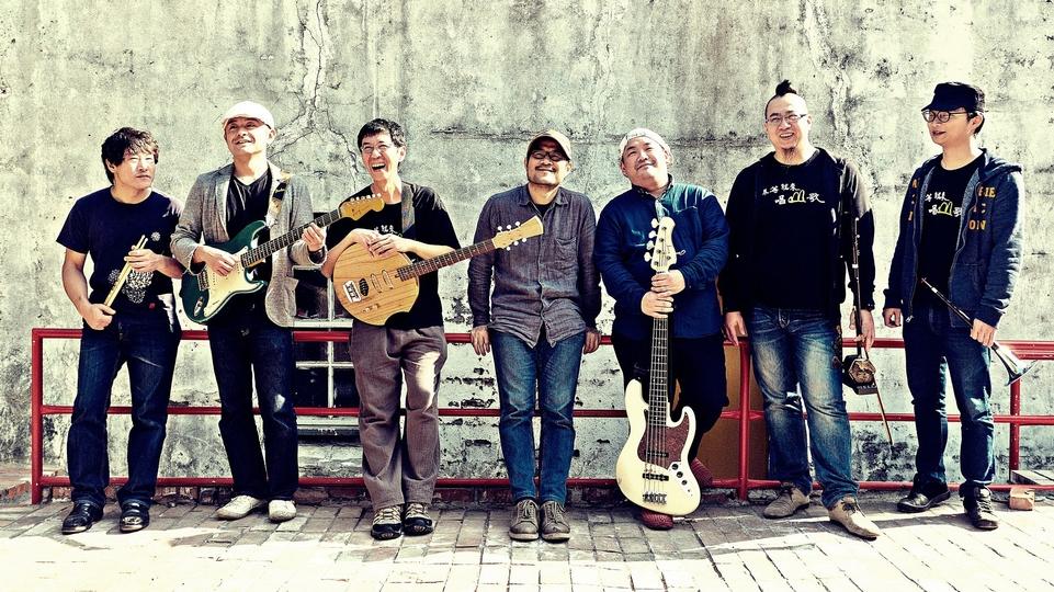 "<p style=""text-align: left;""><span style=""font-size:20px;"">生祥樂隊是由林生祥及其他樂手共同組成的樂團,關注農工、環境議題,音樂上則以臺灣傳統音樂元素為基底,並協調西方當代音樂,成為臺灣獨樹一格的新民謠或搖滾樂種。</span></p>"