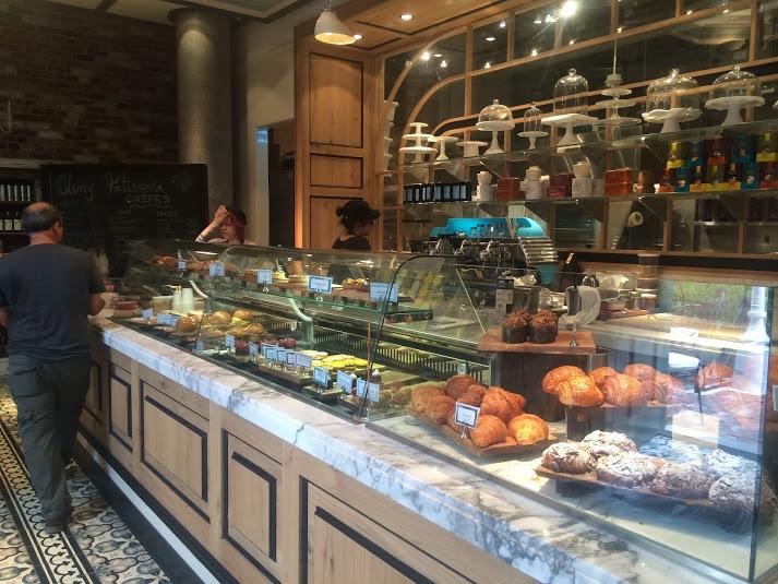 <p>加拿大隨處可見的Bakery&nbsp;Cafe&nbsp;</p>