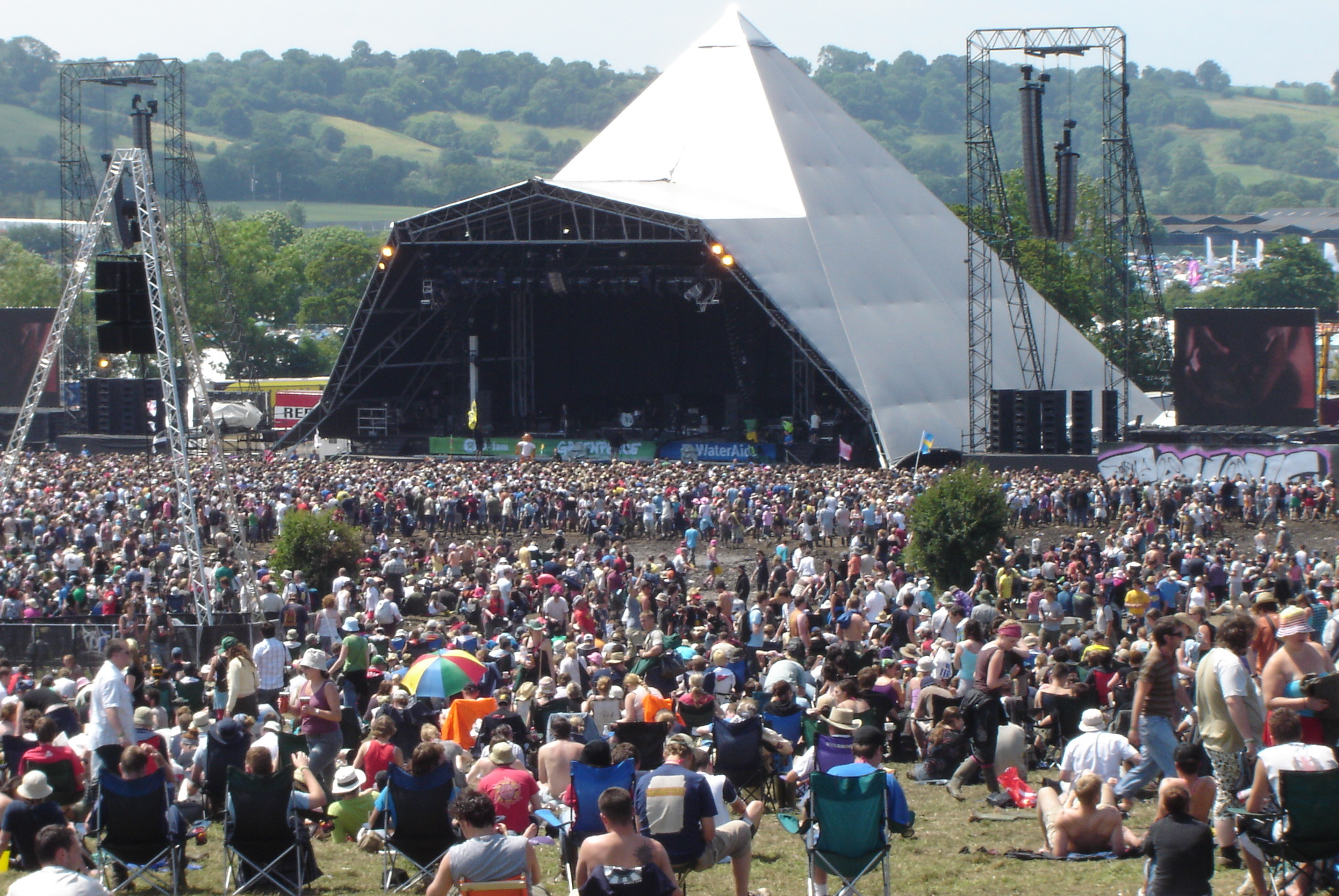 "<p style=""text-align: left;"">Glastonbury 主舞臺</p>"